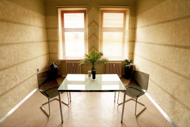 garsonka, 1+kk, ručně dělané omítky, štuková omítka, originální umělecké interiéry, interiér bytu, koupelna, výzdoba, výmalba, česká malířka, design interiérů
